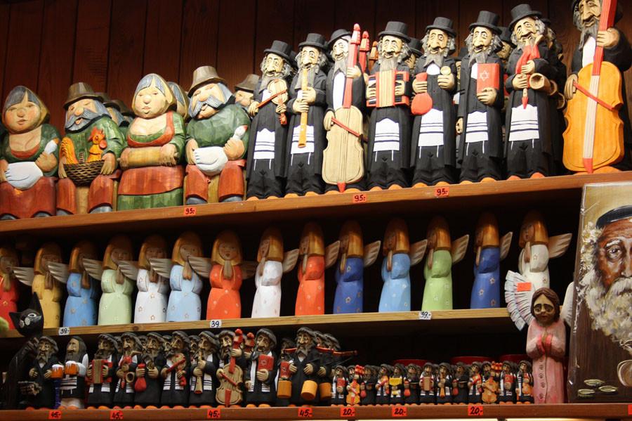 A Dialogue Between Jewish Figurines And Polish History