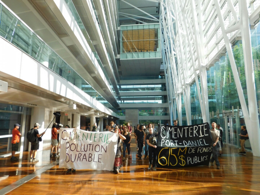 Protesters occupy montreal office to oppose building of a for Bureau quebec montreal