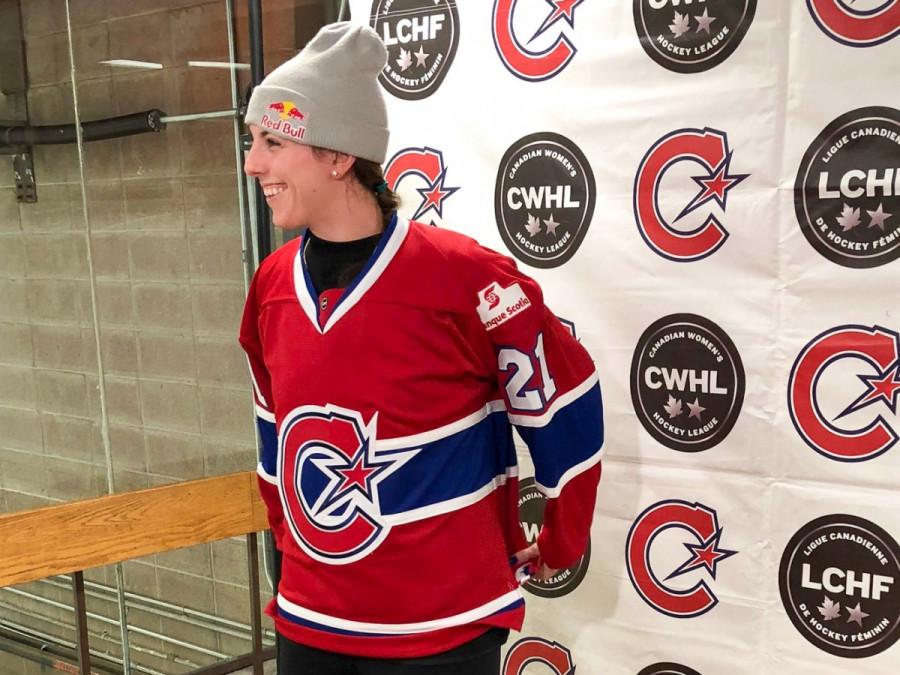 Les Canadiennes Sign American Hockey Star Hilary Knight  ddd171545f3